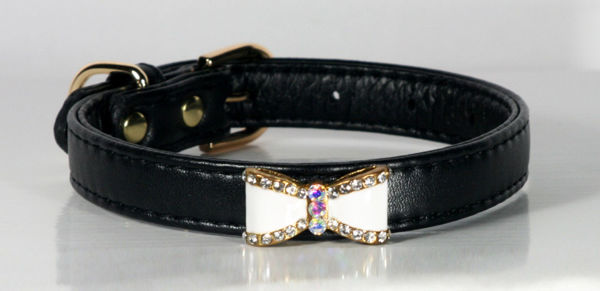 Picture of Black Bow Collar.